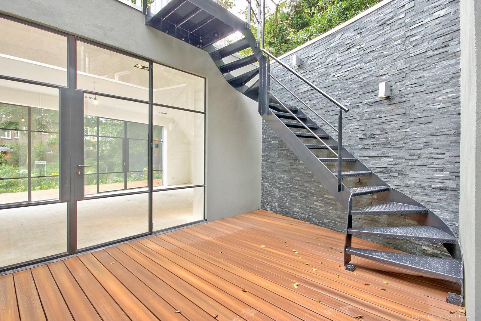 De Mooiste Trappen : Stalen trappen en hekwerken simply steel